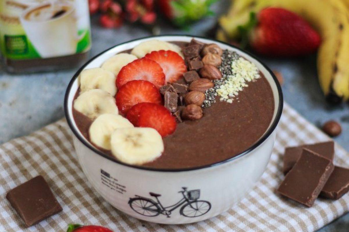 Smoothie bowl z czekoladą