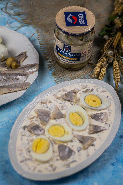 śledzik i jajo w sosie tatarskim