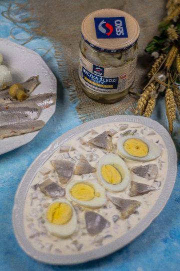 jajko i śledzik w sosie tatarskim