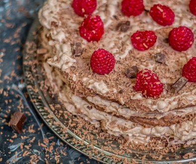 czekoladowe ciasto bezowe
